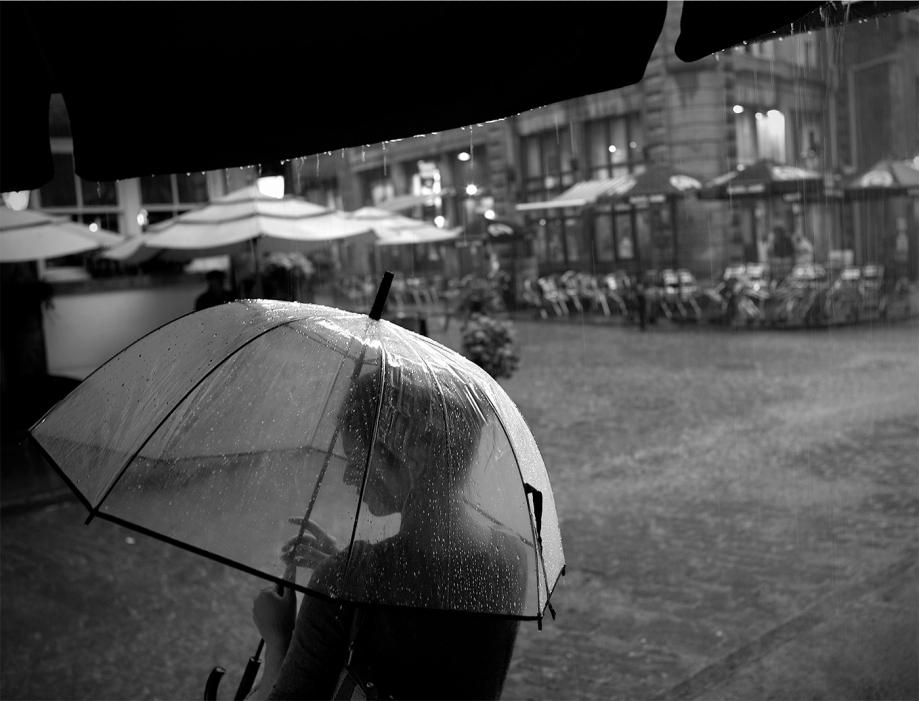 Title:In the Rain Medium:Giclee print Size:16x20
