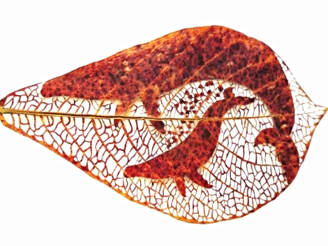 Title:Una Madre de Amor Medium:Plant Leaf, Epoxy Size:13 x 23.5cm