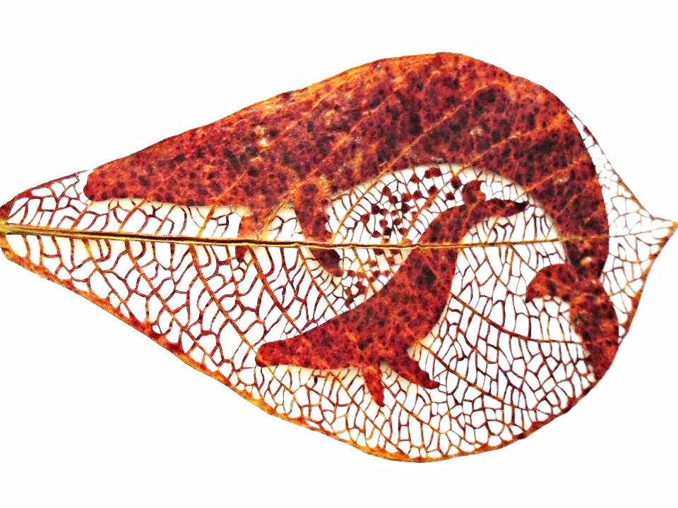Title: Una Madre de Amor Medium: Plant Leaf, Epoxy Size: 13 x 23.5cm