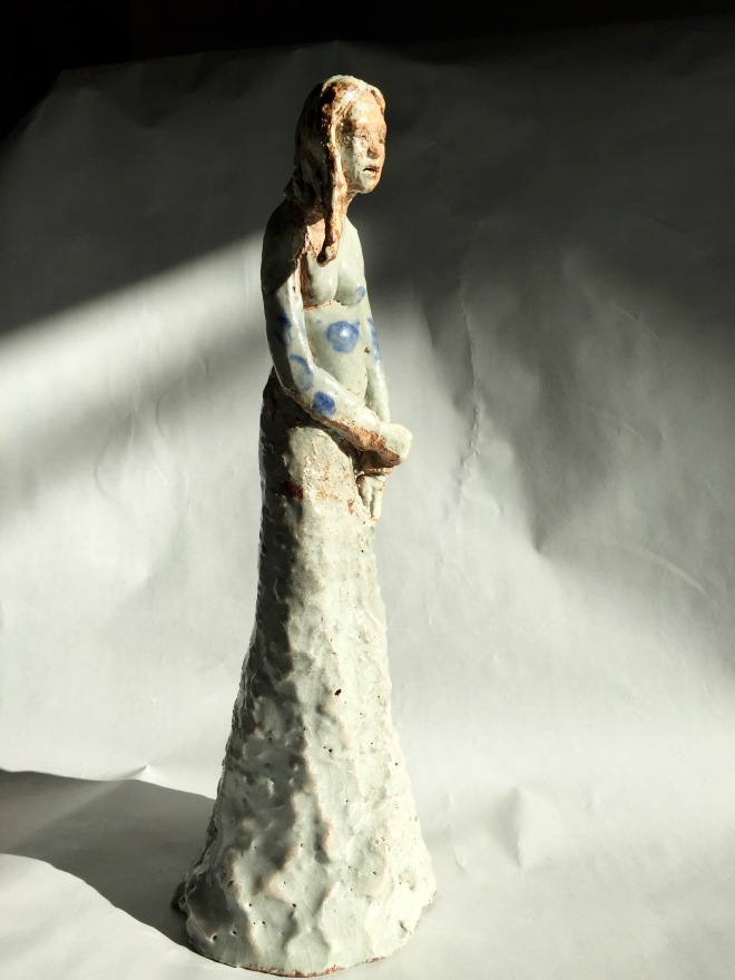 Title Expectant   Medium 	GLAZED CERAMIC   Size 	15 cm H