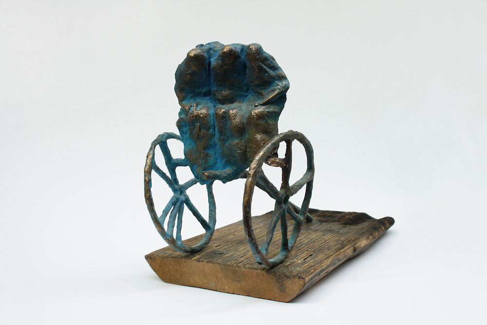 Title: MISSION Medium: patinated bronze, board Size: 15x21x28cm; 18x3x36,5cm
