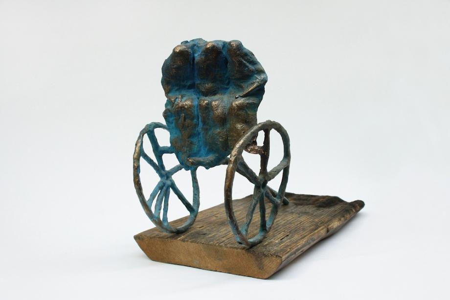 Title:MISSION Medium:patinated bronze, board Size:15x21x28cm; 18x3x36,5cm